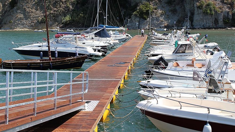 Polyethylene floating docks - System Group Marine Division